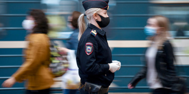 В московском метро пассажиры напали на семью мальчика-аутиста