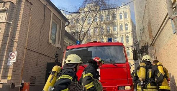 В Киеве подожгли служебный автомобиль посольства Грузии
