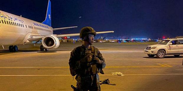 Военные США открыли огонь по людям в аэропорту Кабула – есть погибшие