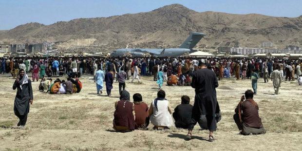 Британская разведка ожидает теракт в аэропорту Кабула: названа причина