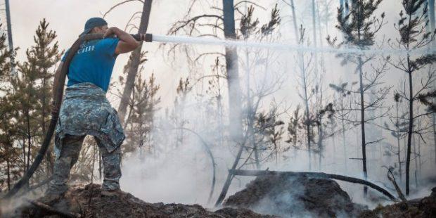 Cпасателей МЧС отправят тушить пожары в центральные районы Якутии