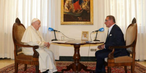 Папа Римский Франциск признался, что дважды мог лишиться жизни на операционном столе