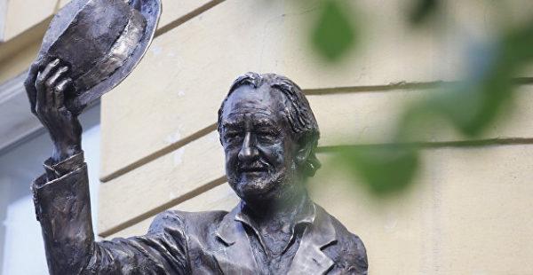 В Киеве дом украсили горельефом в память о Богдане Ступке