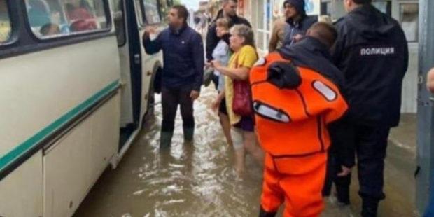 В Анапе из подтопленных территорий эвакуировали свыше 450 человек