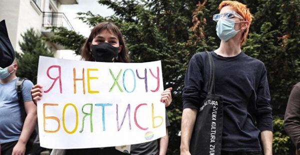 Неонацистский марш и гей-парад, идущие навстречу друг другу стали символом Украины - Прилепин