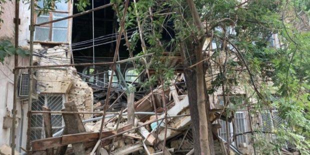 В центре Симферополя обрушилось историческое здание