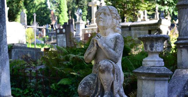 Из надгробий и могильных камней: Украинцы обустроили велопарк на старом еврейском кладбище
