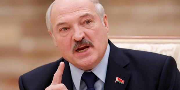 """Лукашенко закрыл границы Белоруссии после обещания Латвии """"стрелять"""" в мигрантов"""