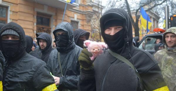 «Посадим на бутылку»: в сети появилась запись угроз членов «Нацкорпуса» предпринимателям Харькова