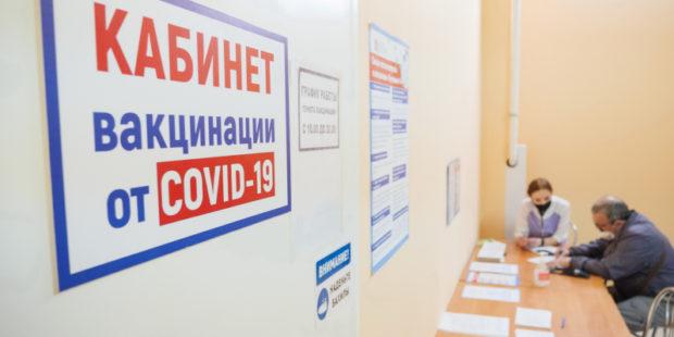 Более 300 тысяч жителей Ивановской области привились первым компонентом от COVID-19