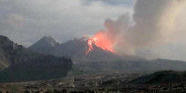 Появилось видео извержения камчатского вулкана Шивелуч