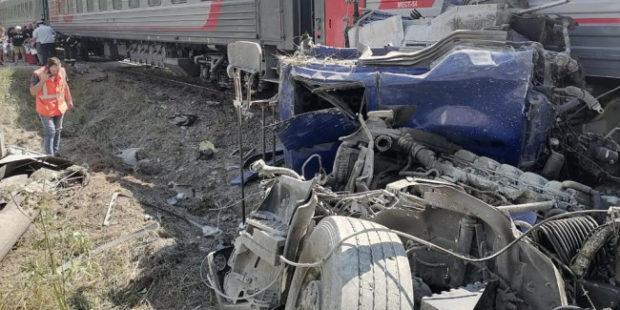 В Калужской области столкнулись поезд и цементовоз