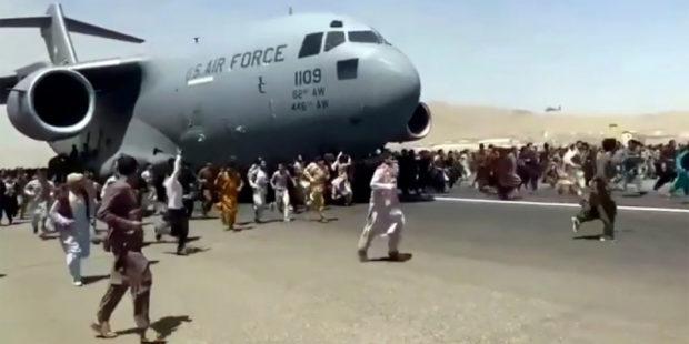 Мертвого афганца нашли в отсеке для шасси американского самолета C-17, прибывшего из Кабула