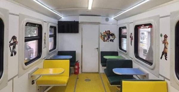 «Укрзализныця» запускает вагон для вечеринок со Стеклянным человеком