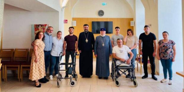 Католикос посетил раненых армянских солдат, проходящих лечение в Австрии