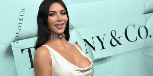 Ким Кардашьян пришла на презентацию альбома рэпера Канье Уэста в свадебном наряде