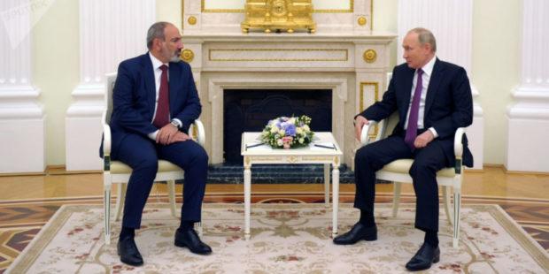 Кремль: Путин обсудил с Пашиняном ситуацию на армяно-азербайджанской границе и Карабах