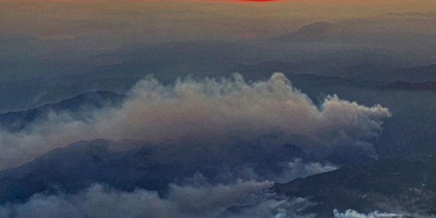 Огонь лесных пожаров подобрался к турецкому аэропорту Даламан