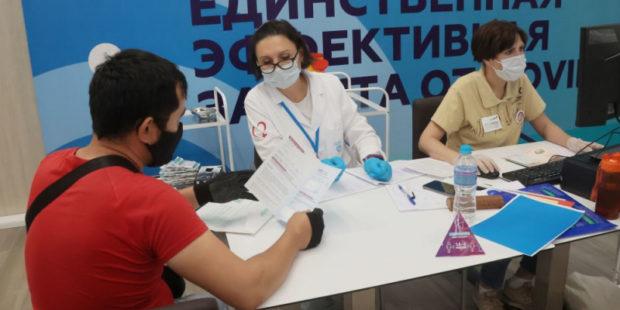 Особые условия для мигрантов: как проходит вакцинация иностранцев в Москве?