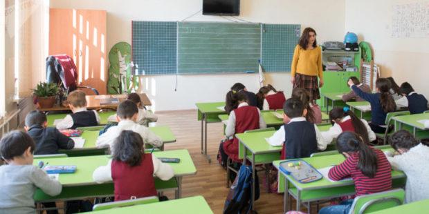 Ожидания школьников, заботы родителей, сомнения учителей: каким будет 1 сентября в Армении