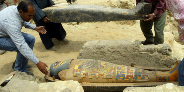 Позолоченный гроб, старейший на сегодня в мире, нашли в Египте ученые