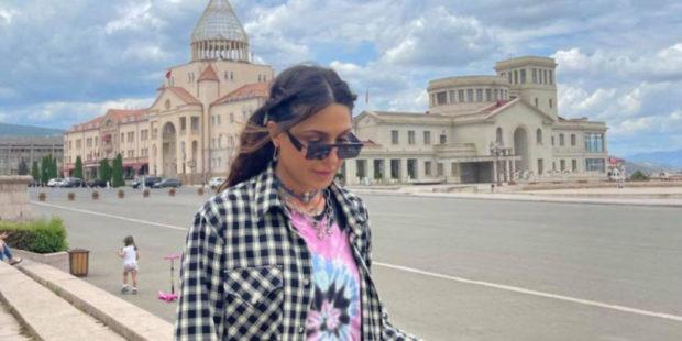 Сирушо с семьей и друзьями проводит отдых в Карабахе: певица выложила фото из Степанакерта