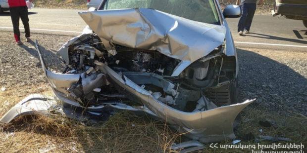 В результате цепного ДТП на дороге Ереван-Ерасх в больницу попали 10 человек