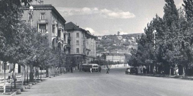 """Вот эта улица! Вот этот дом! """"Будущее есть?""""- спросил Пашинян. Отвечают люди из прошлого."""
