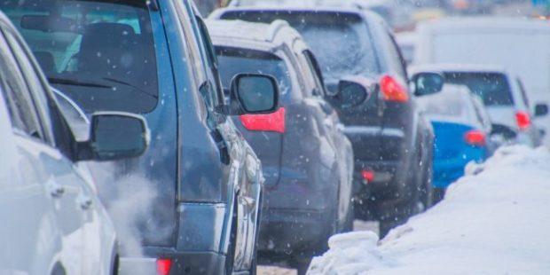 На Чукотке вызволили из снежного плена автоколонну