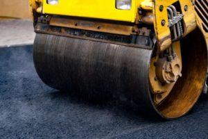 Закатать дорогу в идеальное покрытие помогут современные дорожные катки