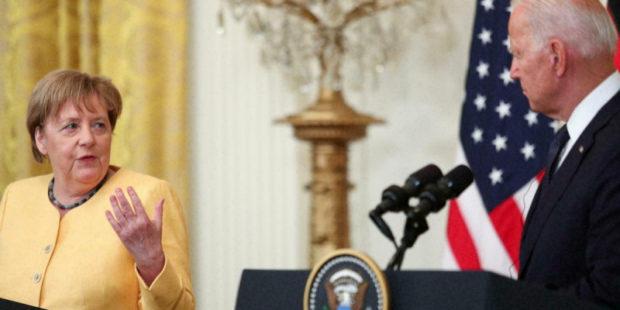 Меркель отказалась говорить с Байденом, уехав на дачу, – The Wall Street Journal