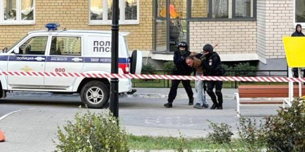 В Екатеринбурге Росгвардия окружила дом из-за угрозы взрыва гранаты