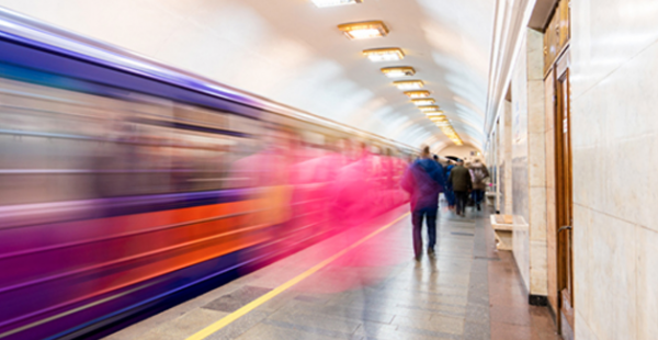 Розовый - направо, голубой - налево: вагоны киевского метро планируют поделить на женские и мужские