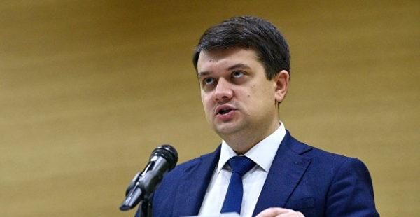 Повторно заразившийся COVID-19 Разумков выступил на форуме в Киеве