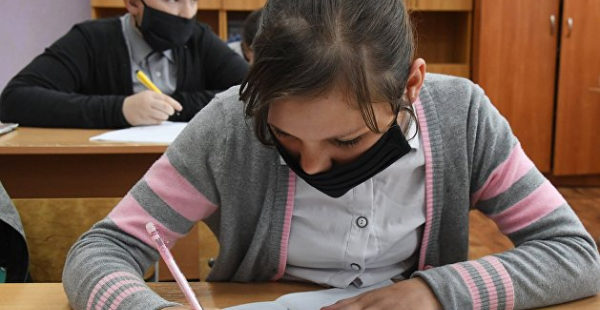 Одесситка пожаловалась на вакцинированную учительницу, от которой у детей «болит голова»