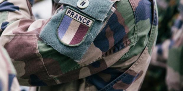 Франция создает видимость борьбы с терроризмом в Африке, избавляясь от неудобных союзников