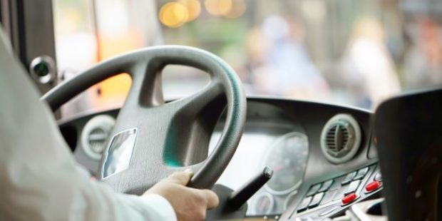 Высаженный из автобуса новгородский школьник прошел 11 километров до дома