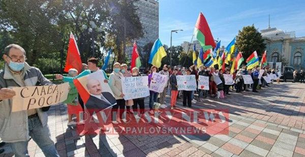 «Слава России»: у Верховной Рады прошел необычный митинг