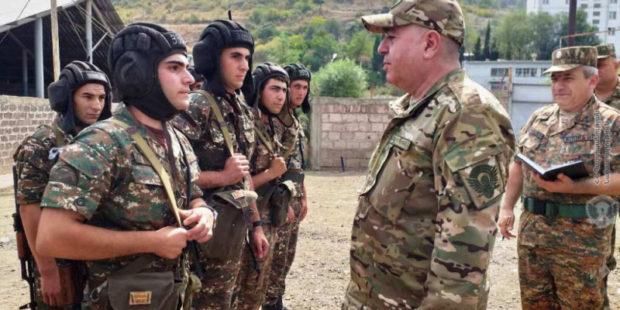 Аршак Карапетян посетил ряд воинских частей и пообщался с резервистами