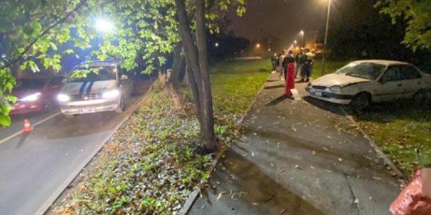 В Москве подросток выехал на тротуар на машине и сбил женщину с ребенком