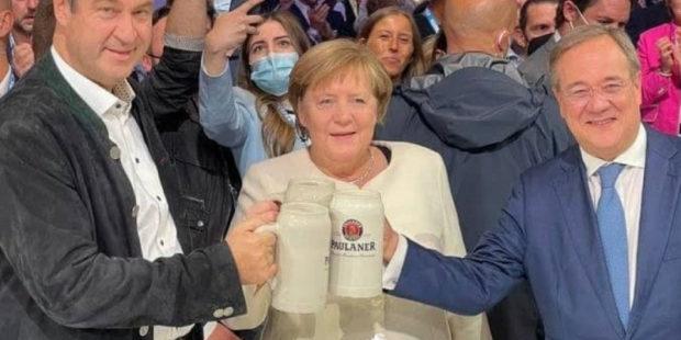 Меркель, пьющая пиво с Лашетом, попала на видео