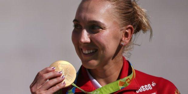 СМИ: Весниной вернули украденные олимпийские медали и извинились