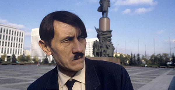 Изучал книги Гитлера и изготовление взрывчатки: британский суд предложил неонацисту «почитать еще»