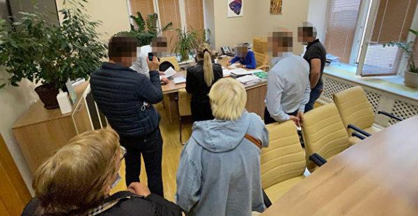 Прокуратура провела обыски в КГГА из-за незаконной передачи участка в центре Киева