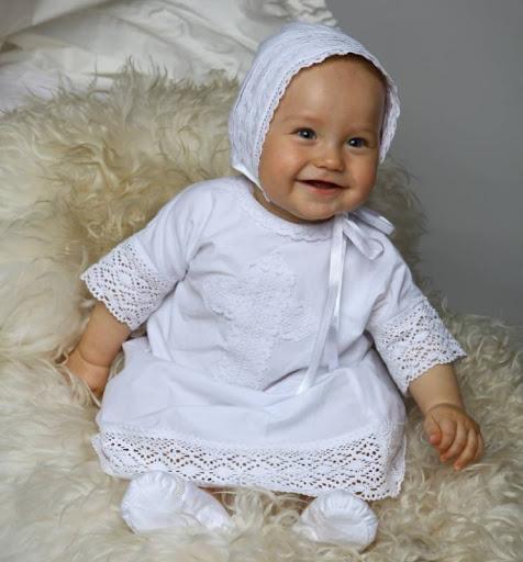 Как выбрать крестильную одежду для малыша?