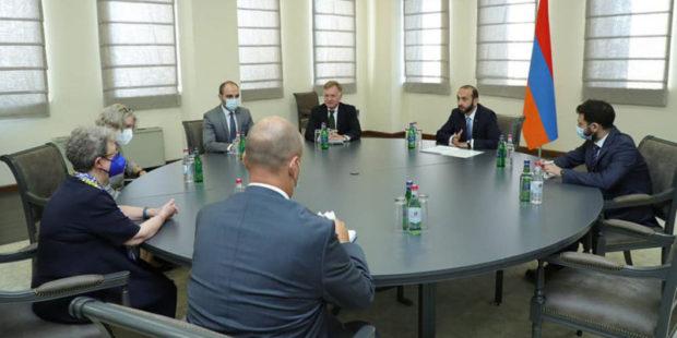 Министр ИД Армении и глава делегации ЕС обсудили положение в Карабахе