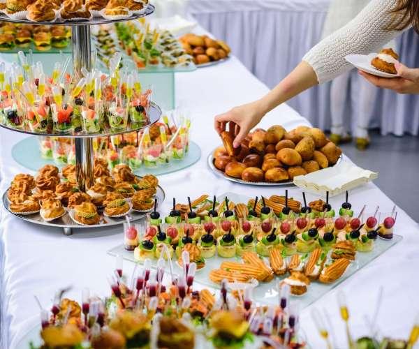 Питание на выставке: какие блюда включает?