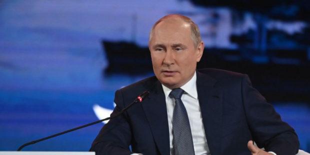 Песков прокомментировал слова Путина об уходе на карантин