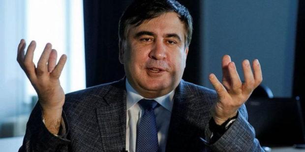 Саакашвили выпил, после того как на его руки надели наручники: видео из квартиры в Тбилиси