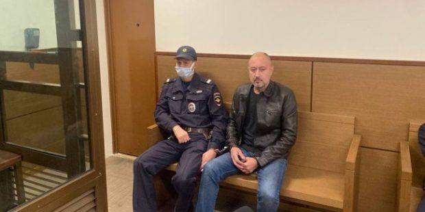 В Москве мужчина, угрожавший полицейскому оружием, арестован на два месяца